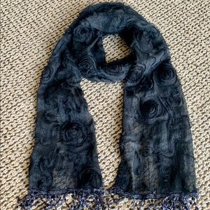 Accessories - Beautifully detailed scarf with design and texture